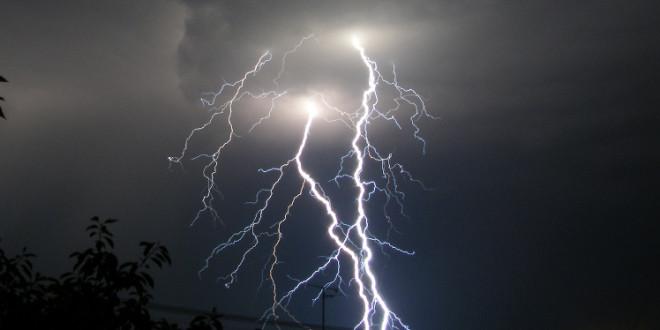 Jak vzniká blesk a hrom?